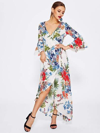 Kleid mit Schlitz vorn, Tailleband und Glockärmeln