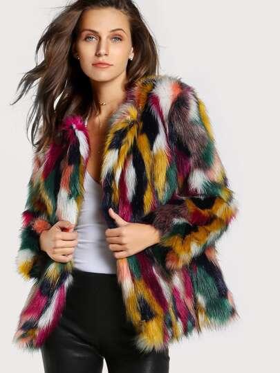 Cappotto di pelliccia ecologica colorata