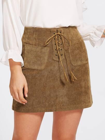 Falda con cordón y bolsillo en la parte delantera