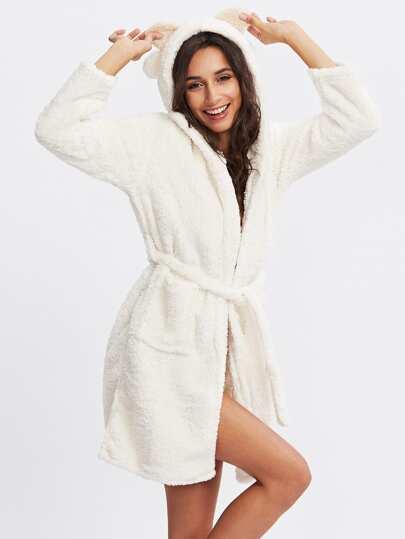 Robe de nuit en laine fausse
