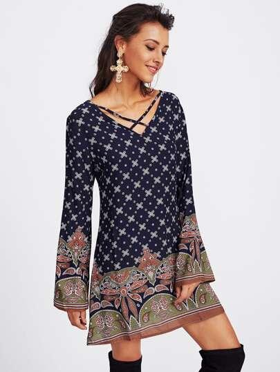 Kleid mit aufwendigem Muster,Kreuz und V-Ausschnitt