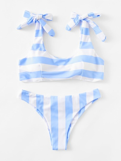 Conjunto de bikini de rayas con detalle de fruncido