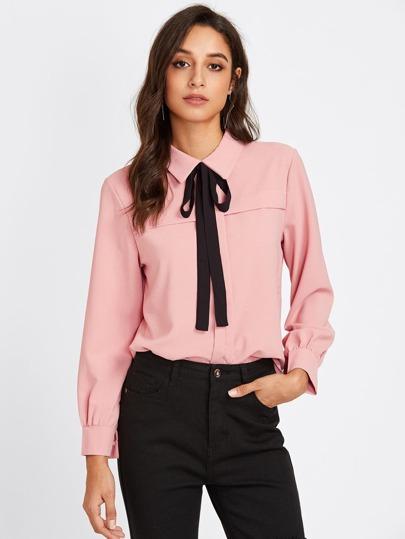 Shirt avec nœud lacet du col