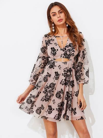 Vestido floral con abertura de malla
