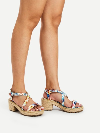 Sandales tissées à motif de fleur avec bande croisée