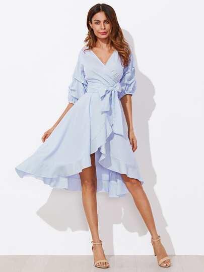 Kleid mit gesammelter Hülse und Nadelstreifen