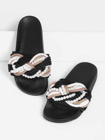 Sandali con perle sintetiche