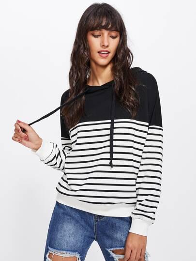 Camisa de capucha a rayas con hombro caído en dos tonos