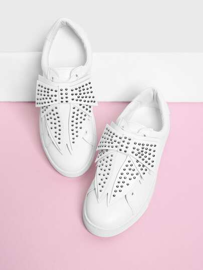 Zapatos con diseño de lazo y tachuelas