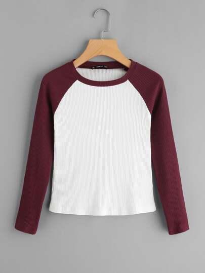 T-shirt con maniche raglan