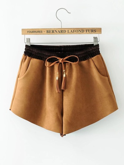 Pantaloncini con nappa
