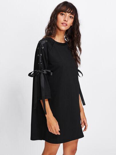 Модное платье со шнуровкой