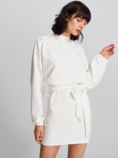 Robe avec ceinture avec embellissement de perle