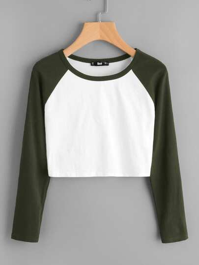 Camiseta corta con manga raglán en dos tonos