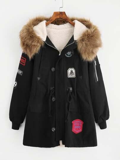 Manteau avec fourrure fausse