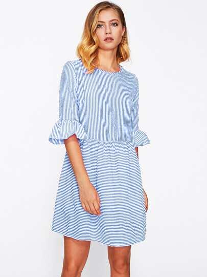 Kleid mit Streifen und Raffung auf den Ärmeln