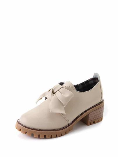 حذاء بيج نعل سميك مزخرف بربطة