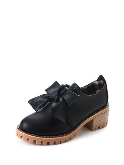حذاء اسود نعل سميك مزخرف بربطة