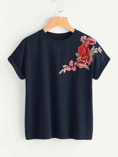 Camiseta con parche de flor