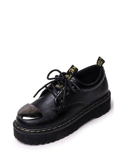 حذاء جلدي بلون اسود