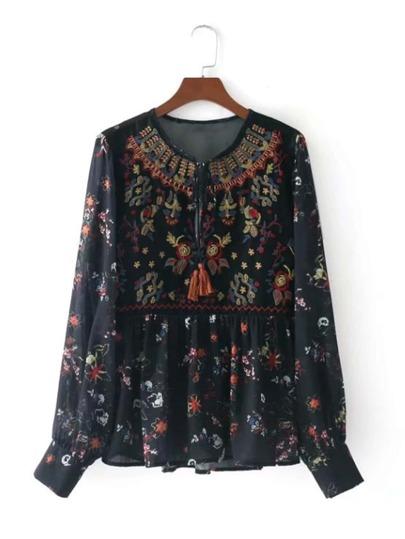 Модная блуза с бахромой и вышивкой