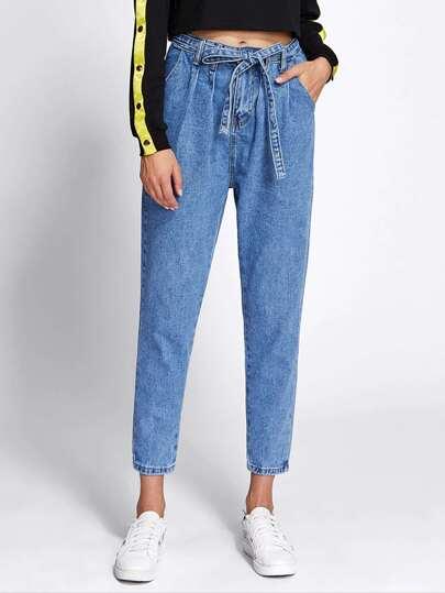 Jeans mit Kordelzug um die Taille