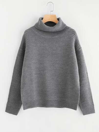 Pullover mit Seitenschlitz und sehr tief angesetzter Schulterpartie