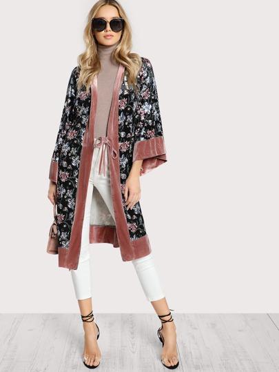 Kimono floral de terciopelo con cinturón
