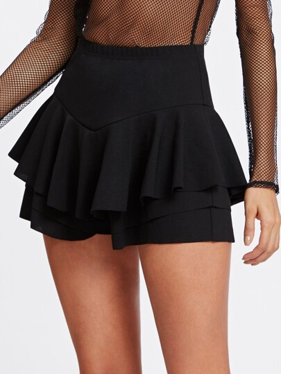 Short falda con volantes