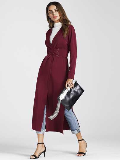 Модное пальто с вырезом и поясом