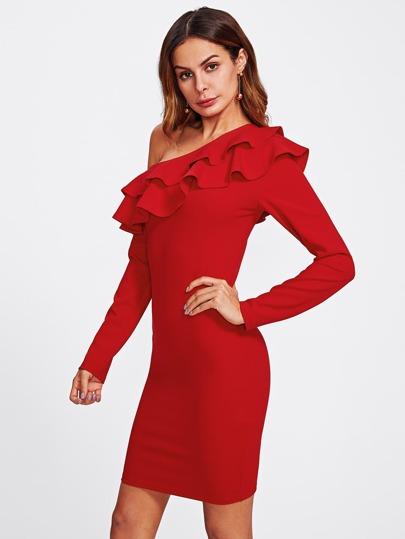 Kleid mit asymmetrischen Schultern und schößchem Saum