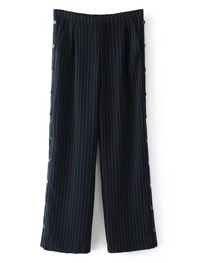 Abbottonare i pantaloni a righe