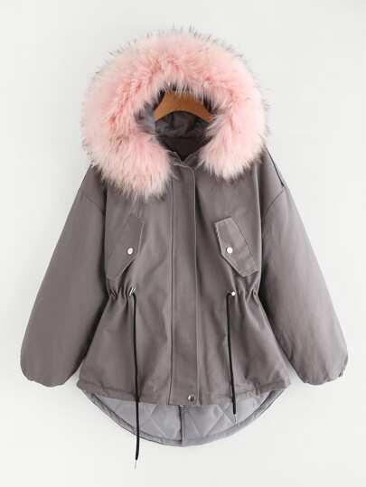 Cappotto con bordi in pelliccia sintetica