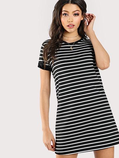 T-Shirt Kleid mit Streifen