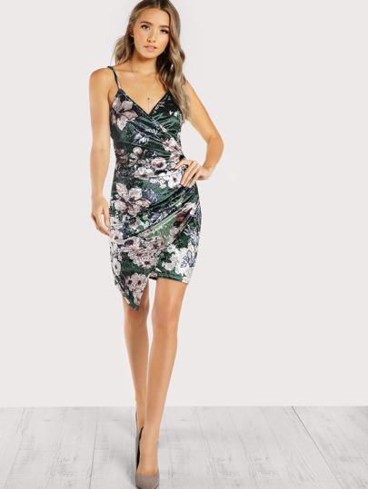 Vestido floral de terciopelo de fruncido