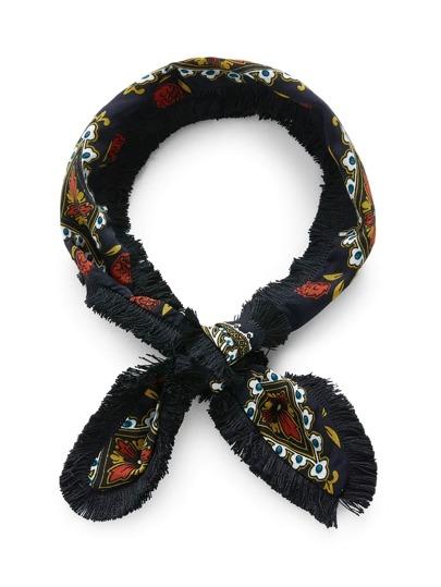 Модный шарф с бахромой и принтом