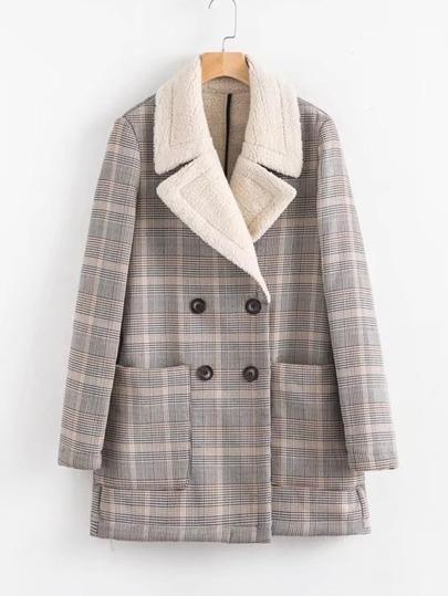 Cappotto con doppia fila di bottone