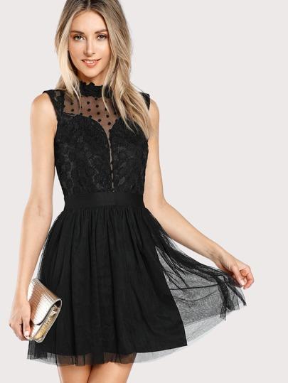 Kleid mit Spitzen, Punkte und Netzstoff