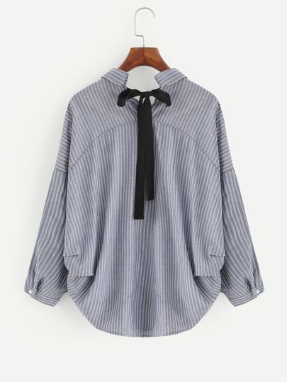 Blusa de rayas con lazo para atar y bajo irregular