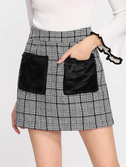 Falda de cuadros con bolsillo de piel sintética