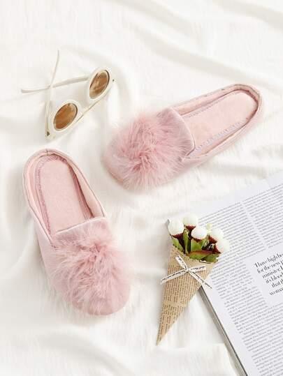 Pantofole piatte con pompon