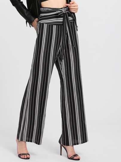 Pantalones de rayas verticales con cinturón