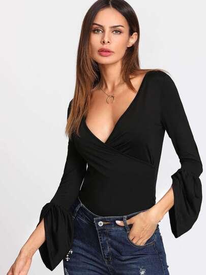 Camiseta escote V profundo