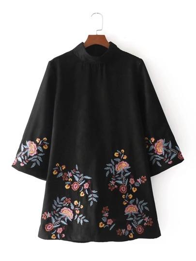 Vestido de ante bordado de flor