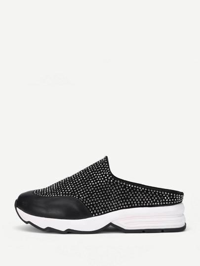 Zapatillas slip on PU con tachuelas