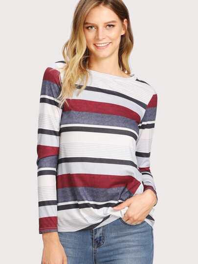 Camiseta de rayas con bajo retorcido
