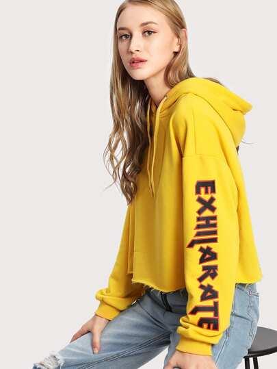 Camisa de capucha con letra y bajo sin rematar