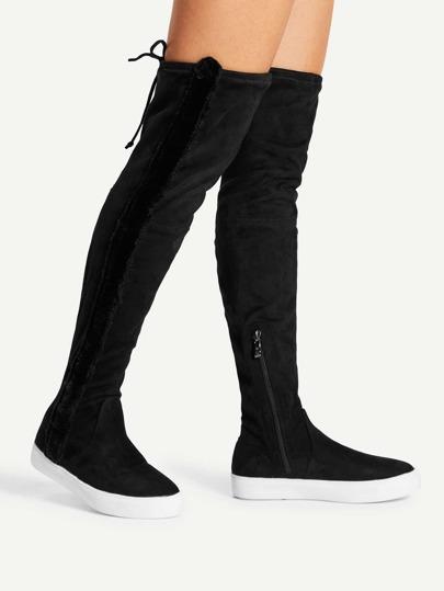 Flache Stiefel mit runden Zehen und Reißverschluss auf den Seiten