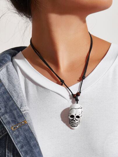 Collier avec pendentif design de squelette
