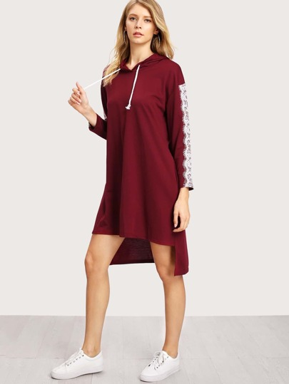 Vestido asimétrico de capucha con aplicación de encaje